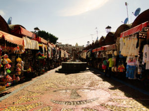 A traditional shopping place for tourists in Puebla