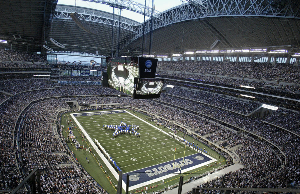 20 September 2009: Fans of the Dallas Cowboys set an NFL attendance record of 105,121 during their 33-31 loss to the New York Giants at Cowboys Stadium in Arlington, Texas. Photo by James D. Smith