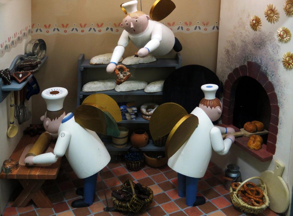 7007 wooden angels baking, Saxony, Germany, Ananberg-Bucholtz -Stillman Rogers