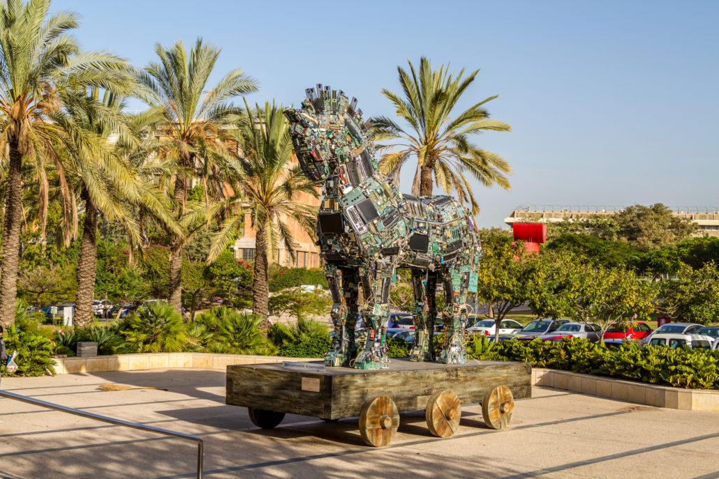 Cyber Horse, Tel Aviv University. Cyberhorse, land