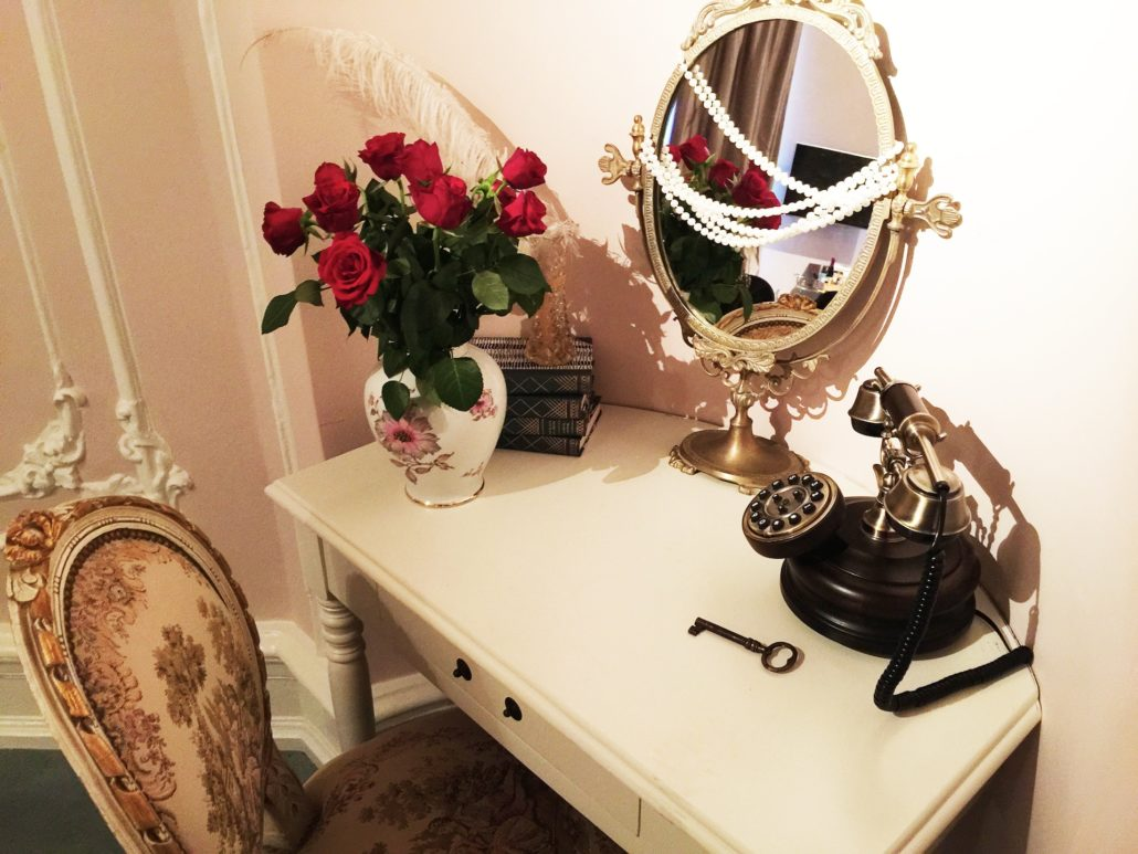 Hotel Pigalle dressing table