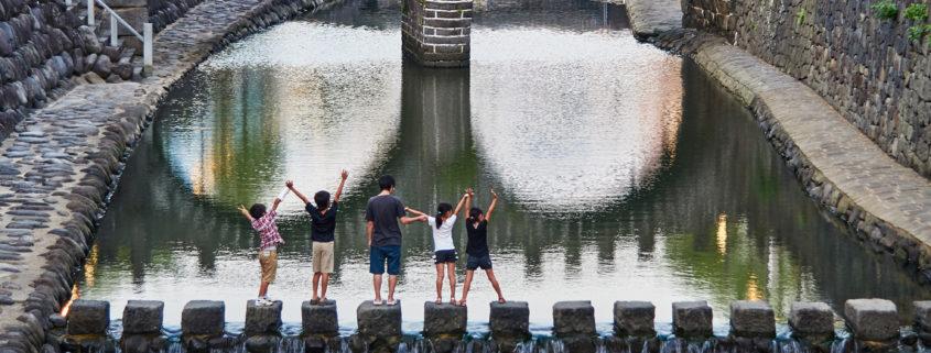 Kids having fun at Megane Bridge