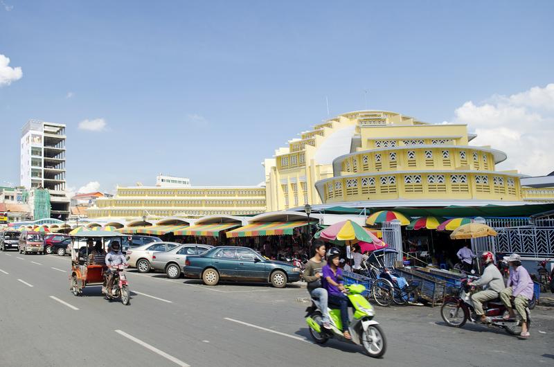 Psar Thmei Central Market in Phnom Penh, Cambodia © Jackmalipan | Dreamstime.com