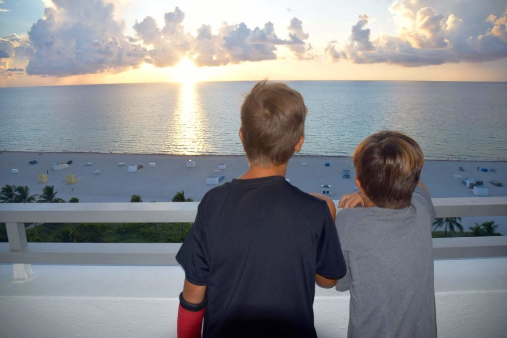 Boys watching the sunset © Rina Nehdar