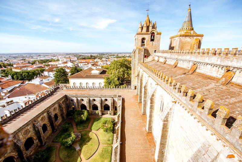 Évora, Portugal © Rosshelen | Dreamstime.com