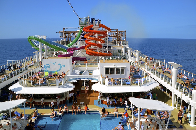 Norwegian Cruise Line, Getaway pool area © Fiskness | Dreamstime.com
