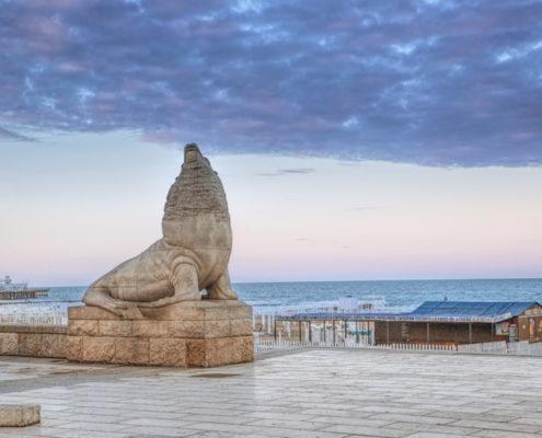 Statue near the beaches of Mar del Plata © Tomás Zarraga Camiruaga | Dreamstime.com