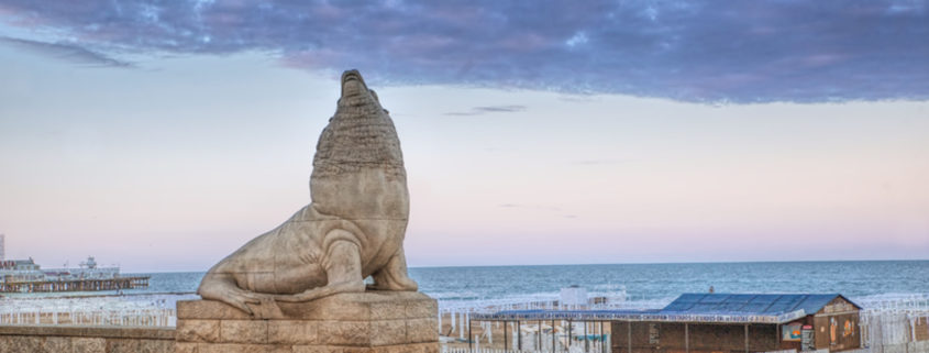 Statue near the beaches of Mar del Plata © Tomás Zarraga Camiruaga | Dreamstime.com