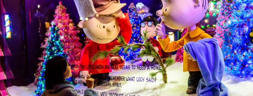 Christmas Window Display in New York © Sandra Foyt | Dreamstime.com