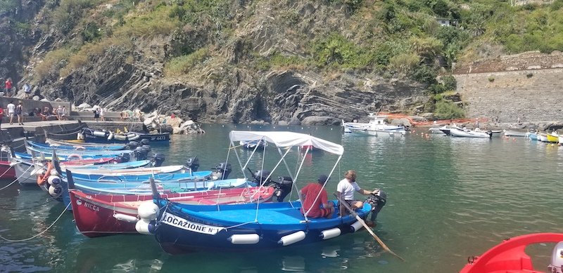 Nord-Est rents out 19 foot boats for 2 or 4 hours that are easy to navigate