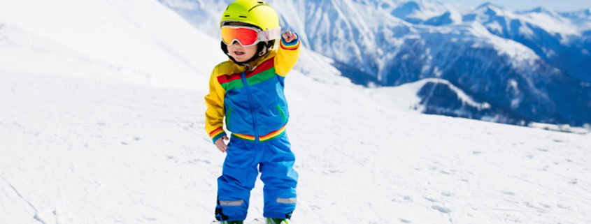 Winter skiing with the kids © Famveldman | Dreamstime.com