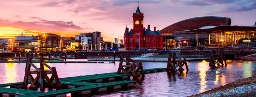 Night on the waterfront in Cardiff © Madrugadaverde | Dreamstime.com