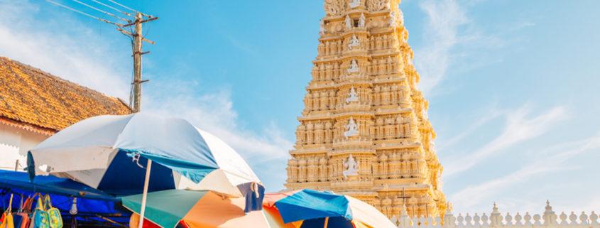 Sri Chamundeshwari Temple and street market in Mysore, India © Sanga Park | Dreamstime.com