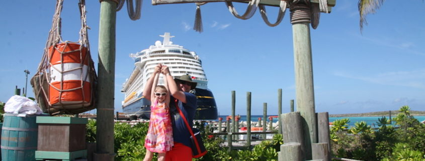 Family at Castaway Cay, Disney Cruise Line © Copsgurl07 | Dreamstime.com