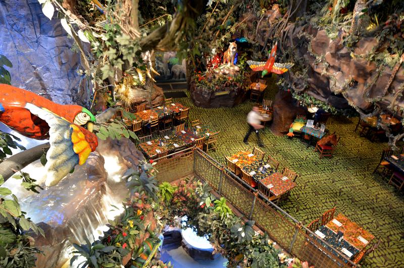 Rainforest Cafe in San Francisco © Rafael Ben Ari | Dreamstime.co