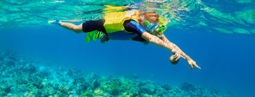 Mother, kid in snorkeling mask dive underwater. Photo: Denis Moskvinov | Dreamstime.com