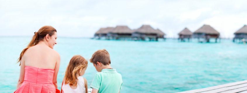 Mother and kids in Tahiti © Alexander Shalamov | Dreamstime.com