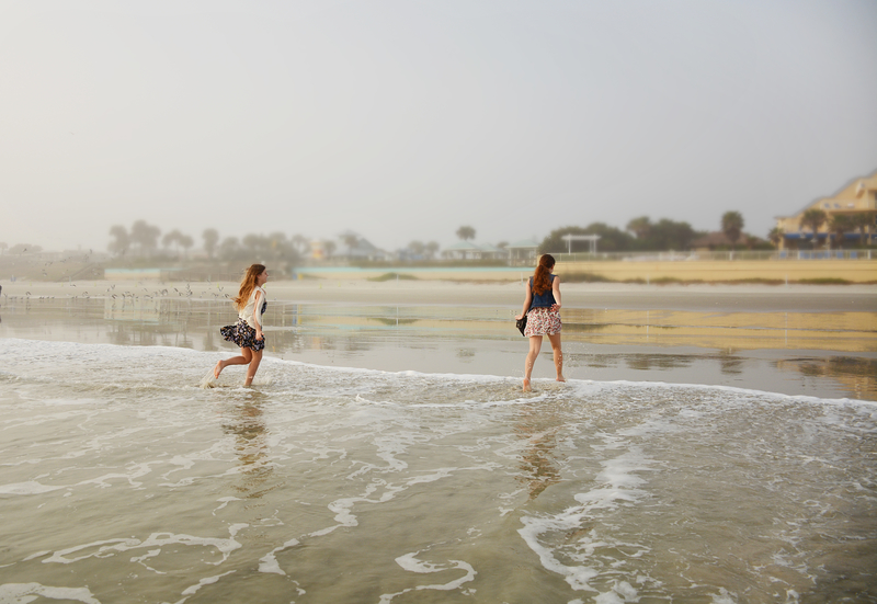 Teens running around on the beach. Photo: Margaret619 | Dreamstime.com